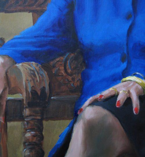Ringen en armbanden, zie de reflectie van de jurk op de ornamenten van de stoel